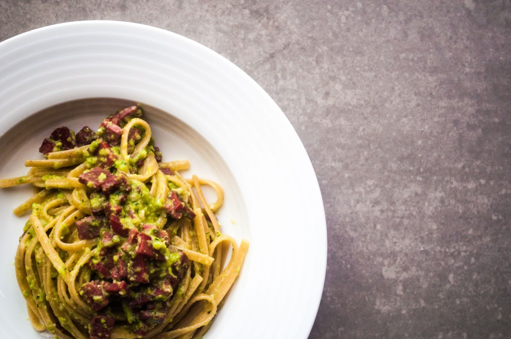 Linguine al Pesto di fave mandorle e basilico
