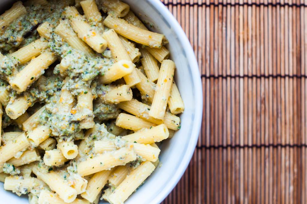 Crema di verdure arrosto per la pasta fredda di mais