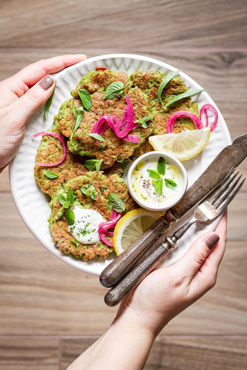Pancake salati di zucchine e piselli - zucchini fritters