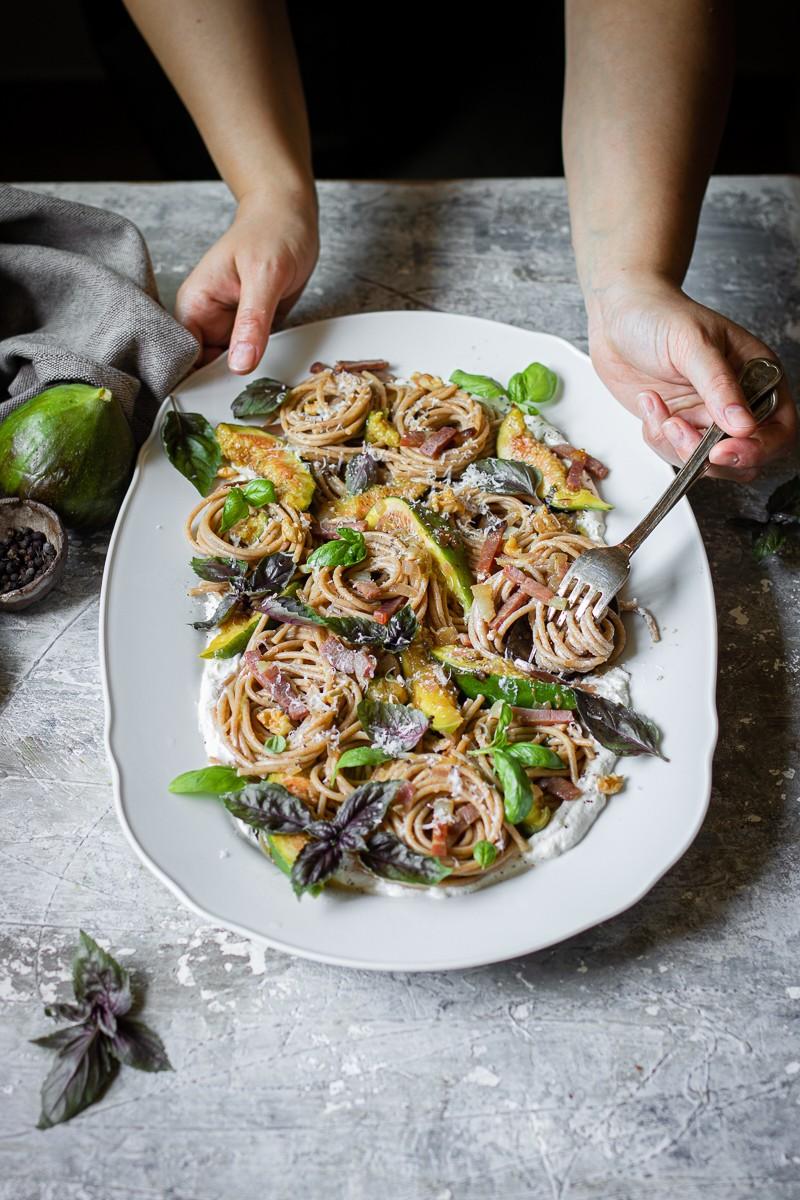 Spaghetti integrali ai fichi e prosciutto crudo