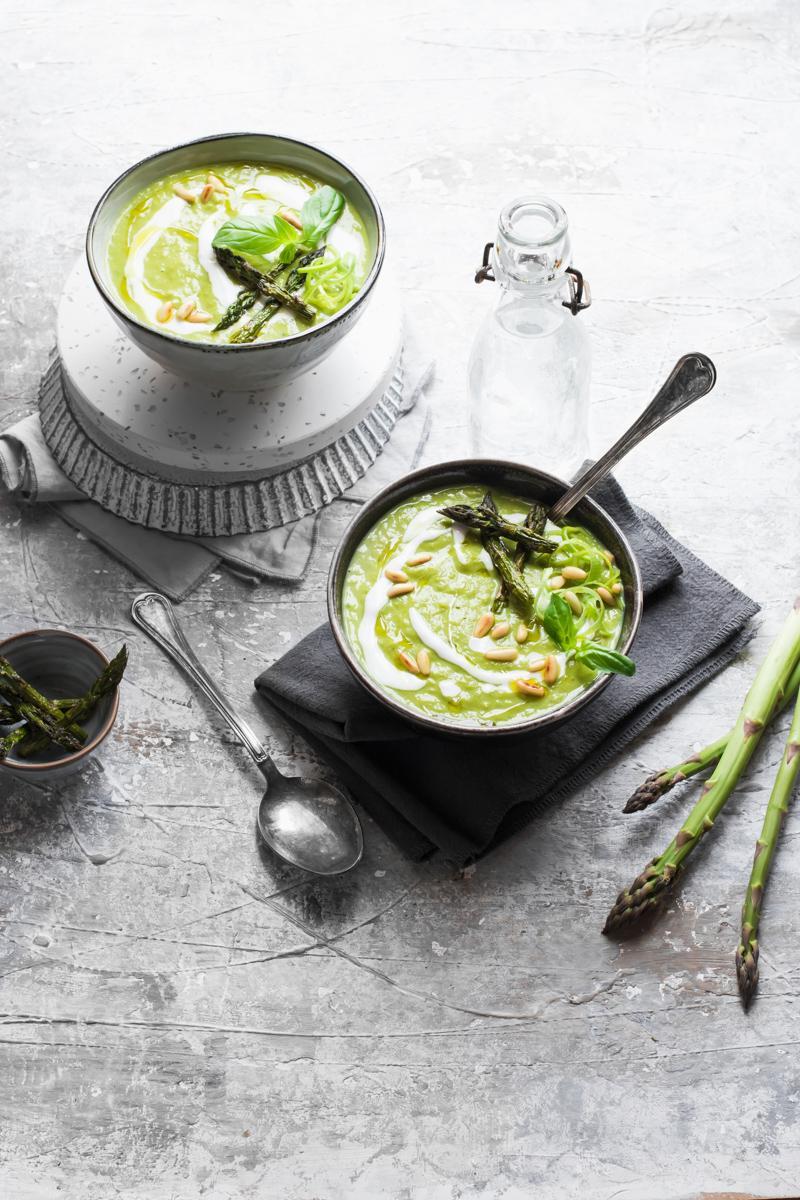 Velvet asparagus and leeks saffron soup - gluten free