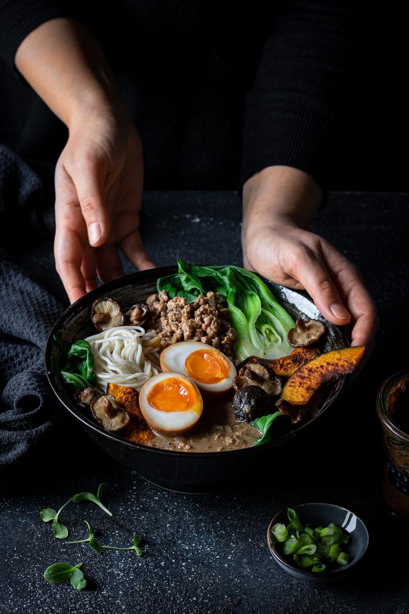 tantanmen ramen con uova marinate alla soia