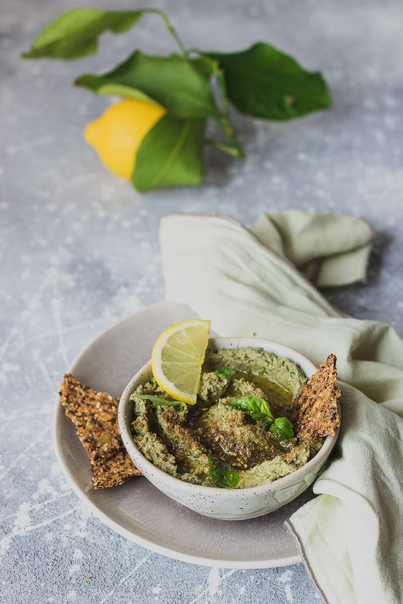 Dip di carciofi e cannellini con crackers di quinoa