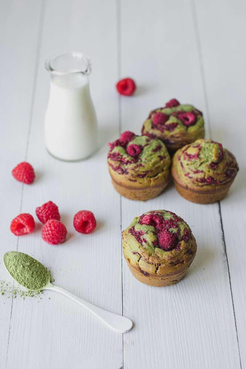 Muffin al tè matche e lamponi | senza zucchero