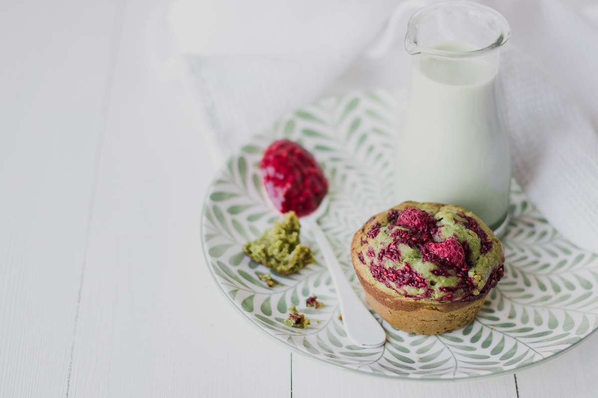 Muffin al tè matcha e lamponi | senza zucchero