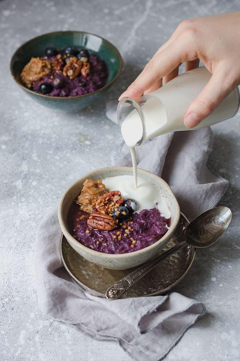 Porridge alle carote viola e mirtilli