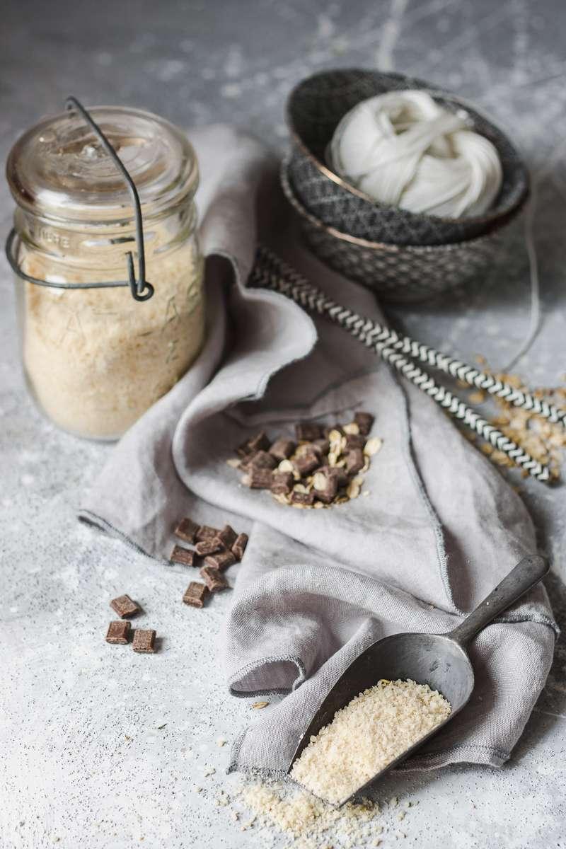 ingredienti per biscotti all'avena e al cioccolato senza burro nè zuccheri raffinati nè glutine
