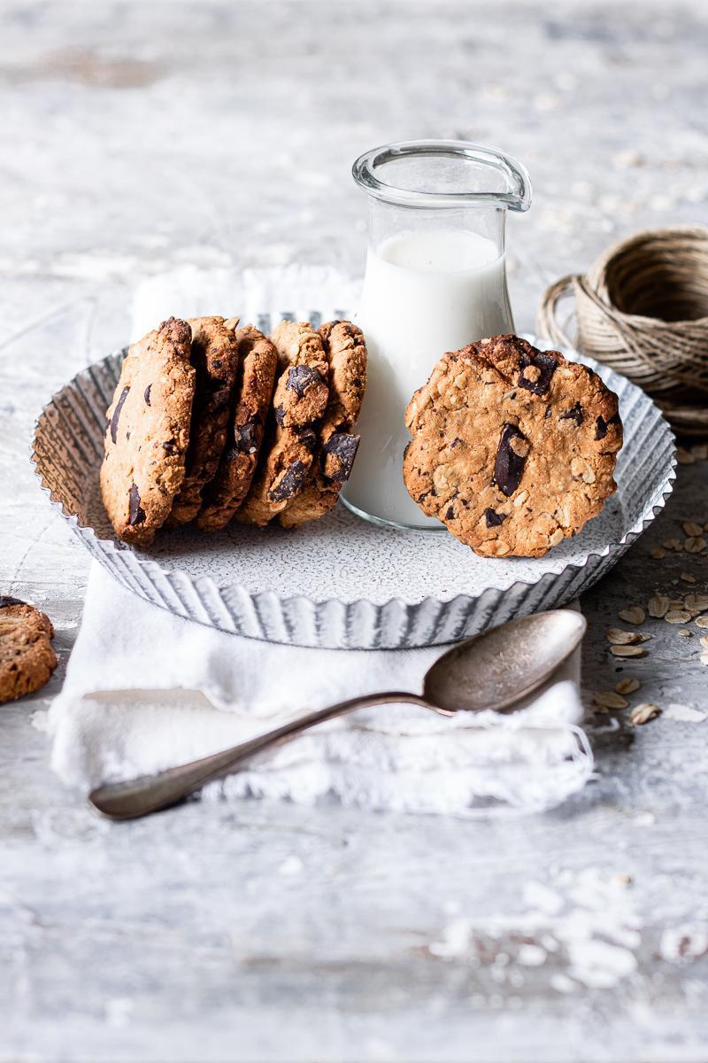 Biscotti all'avena e cioccolato | senza zuccheri raffinati, burro e glutine