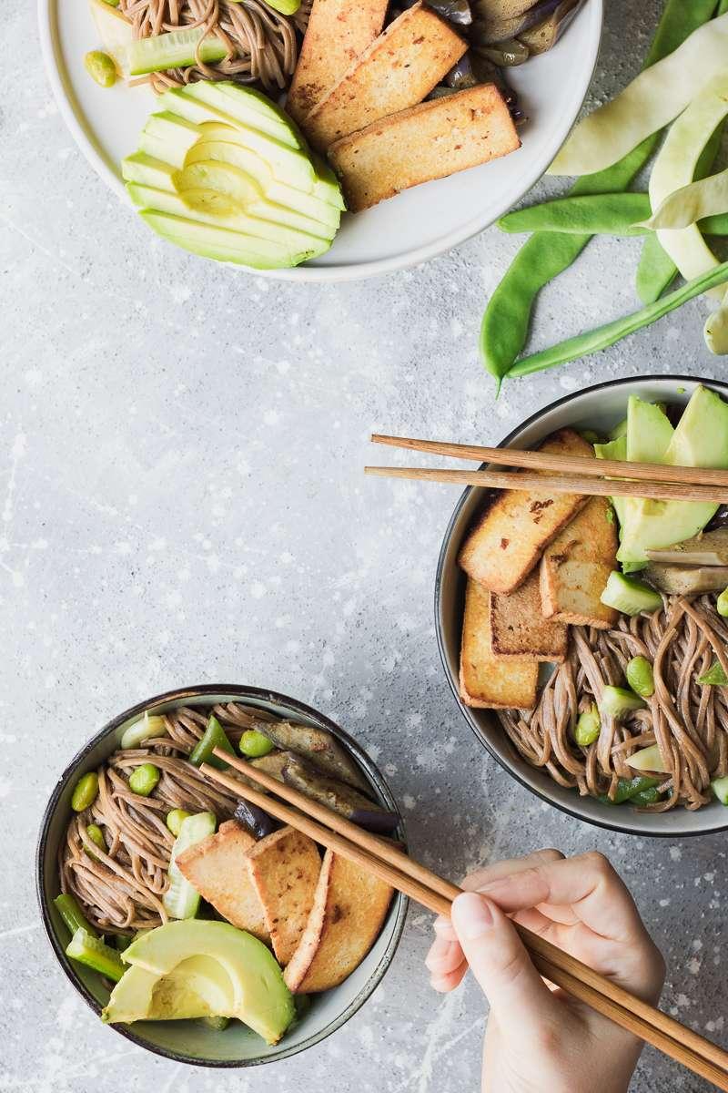 Insalata di soba alla tahina e tofu