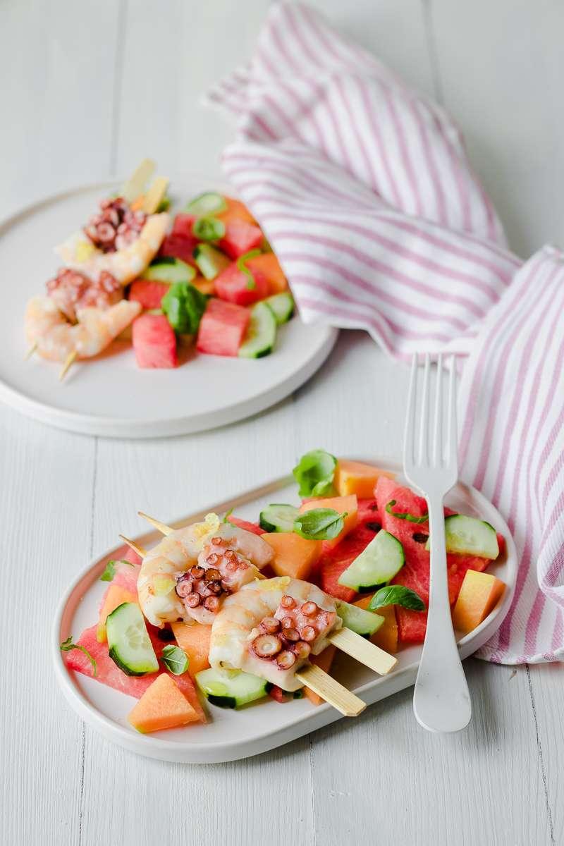 Insalata di anguria e melone con gamberi e polpo