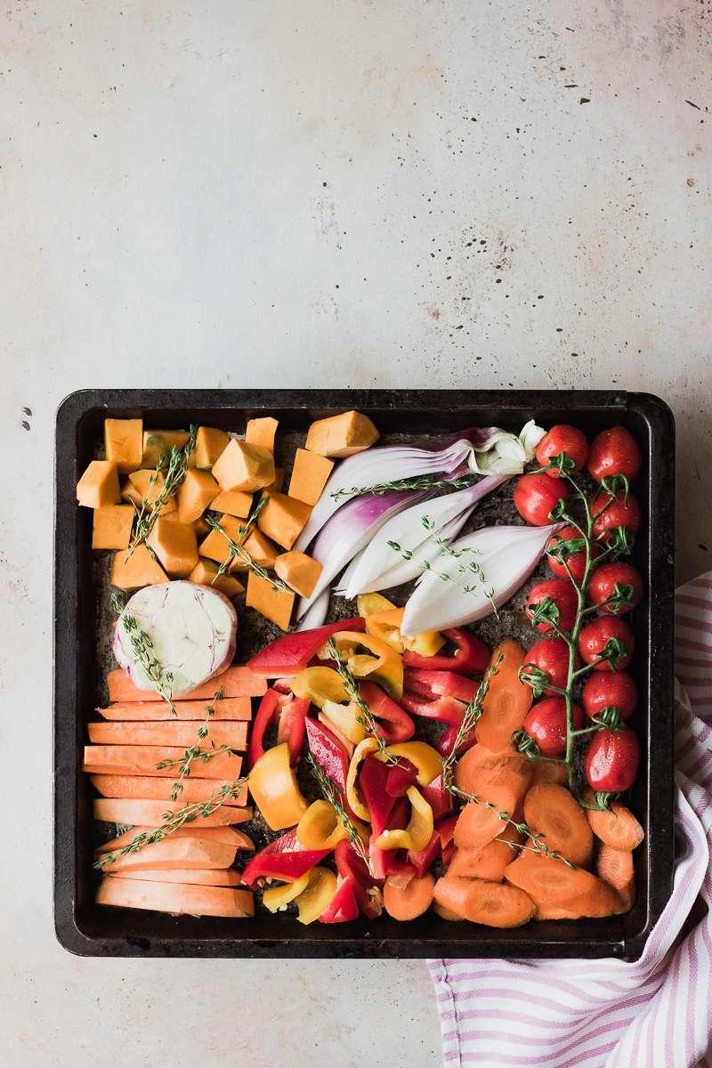 teglie di pomodori zucca aglio patata dolce carote peperoni cipolla timo