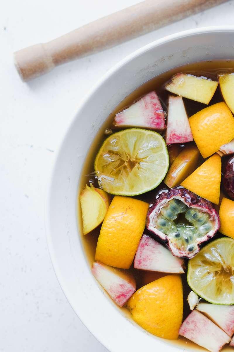 Frutta in infusione per il tè freddo