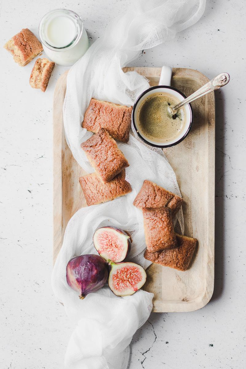 Biscotti ripieni ai fichi senza zucchero senza glutine senza burro