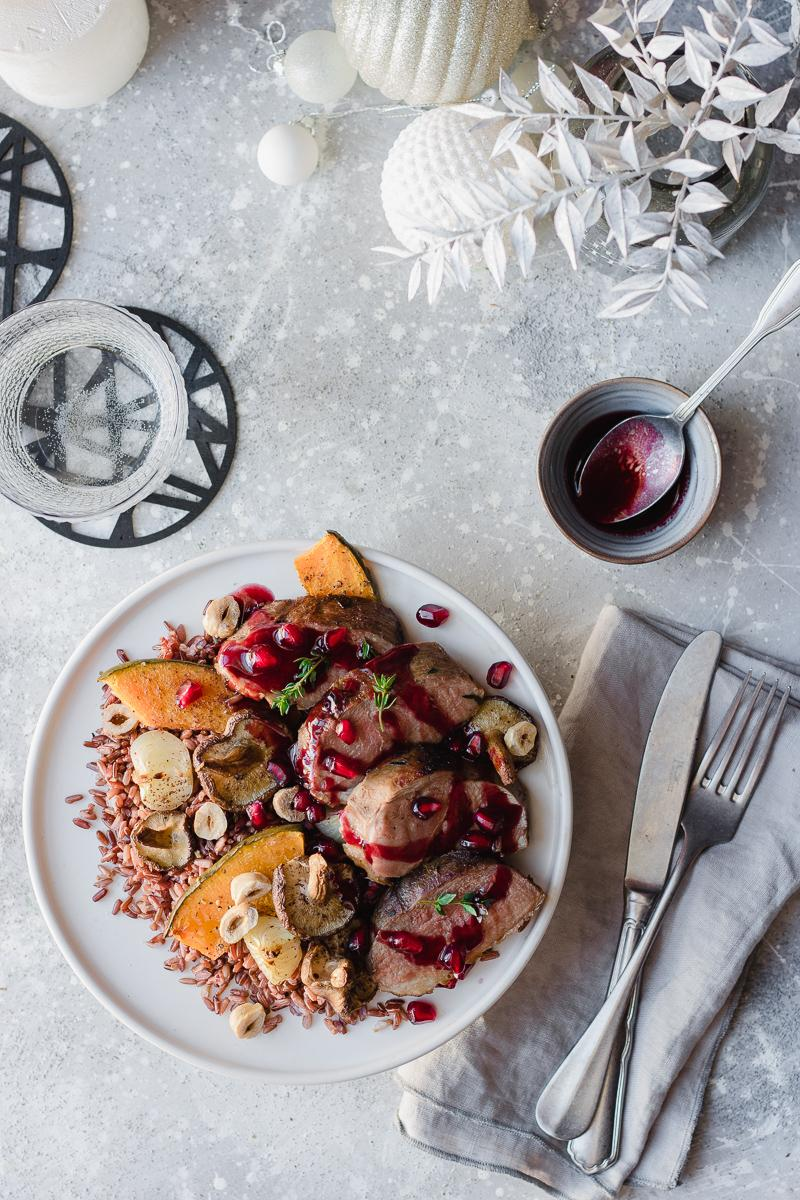 Petto d'anatra al melograno con verdure arrostite e letto di riso rosso selvaggio - Natale Mangio Quindi Sono