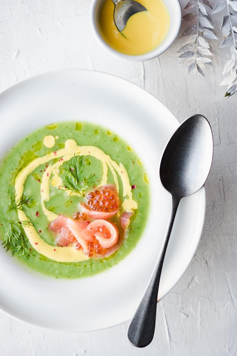 Un perfetto antipasto di Natale o pasto leggero low carb e gluten free: crema di verdure invernali con salmone e le sue uova