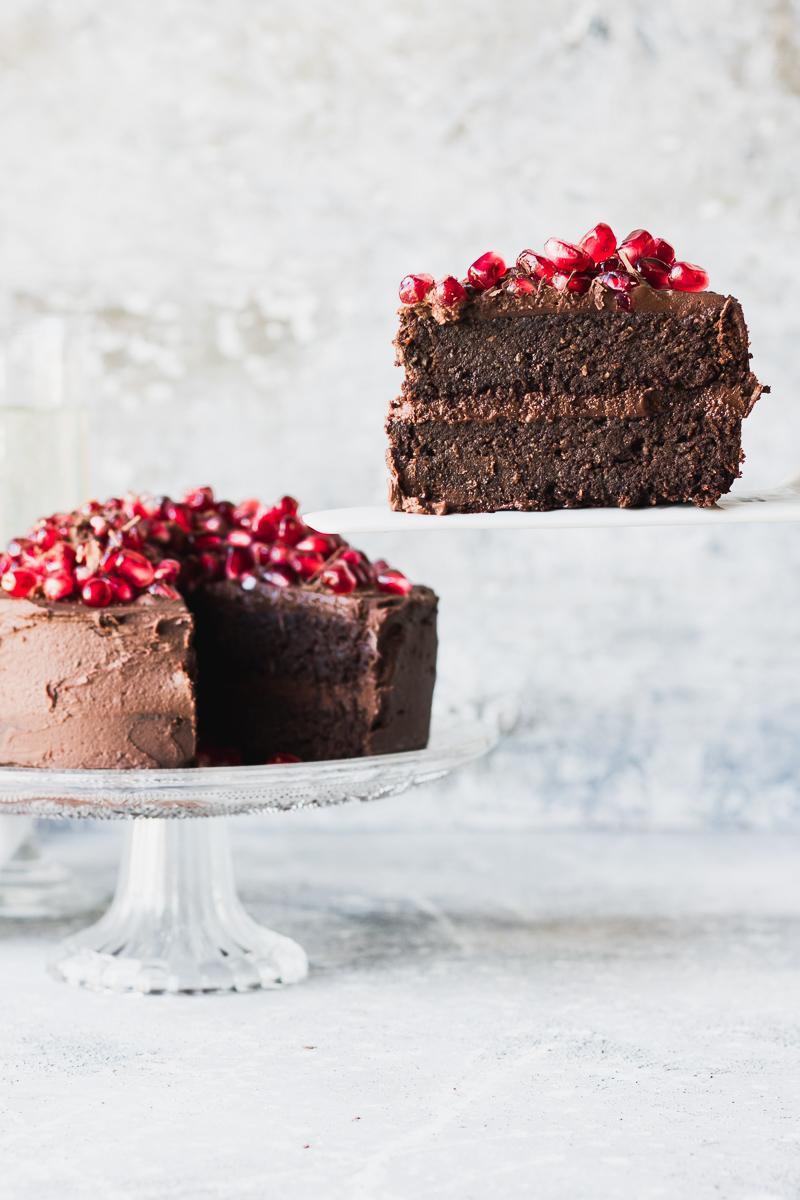 Torta di compleanno al cioccolato senza glutine, senza zucchero e senza latticini, grain free, low carb