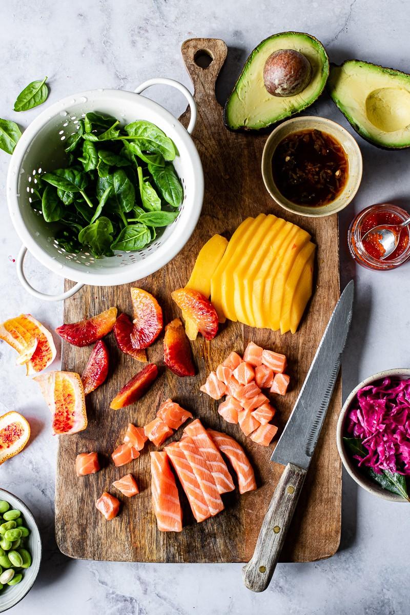 ingredienti per salmone in salsa ponzu, con verdure e frutta