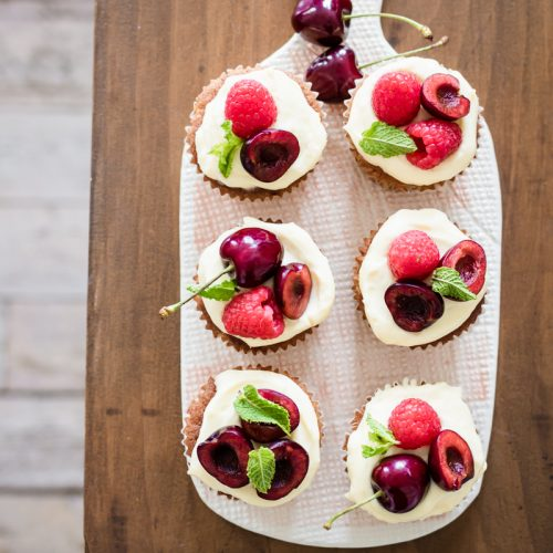 """Cupcapkes al limone lamponi e ciliegie per The Cooks Club """"sweet"""" Ottolenghi"""