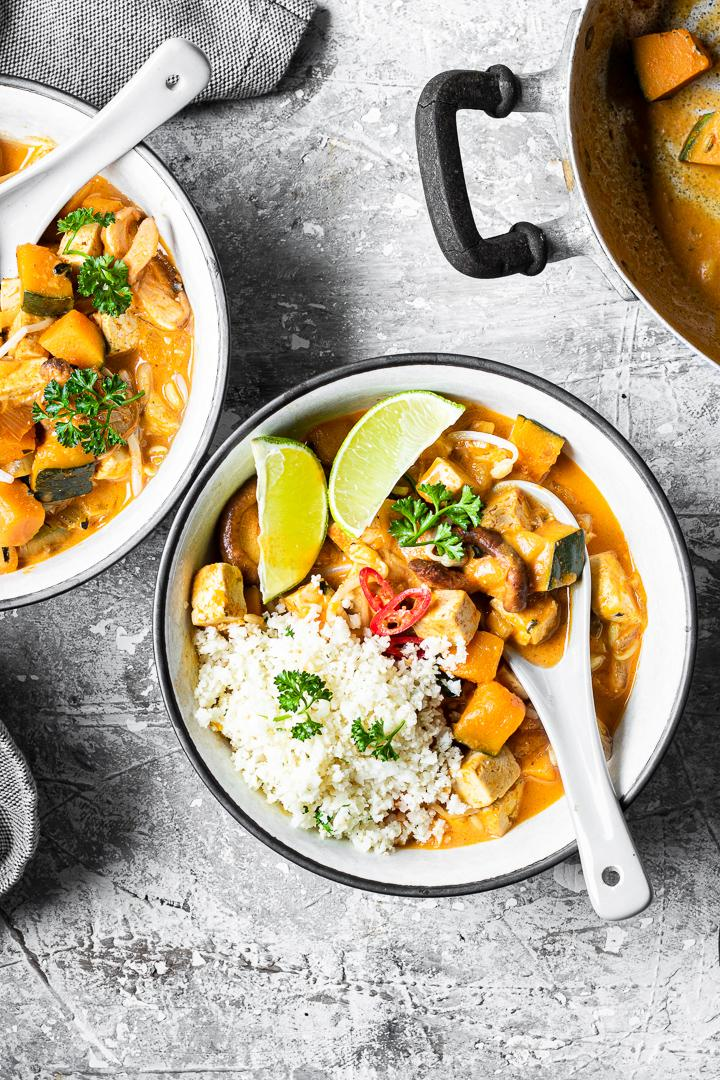 Thai curry vegano low carb di tofu e verdure