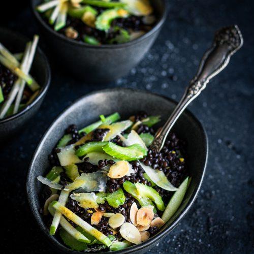 Come cucinare le verdure invernali - insalata di sedano e lenticchie nere