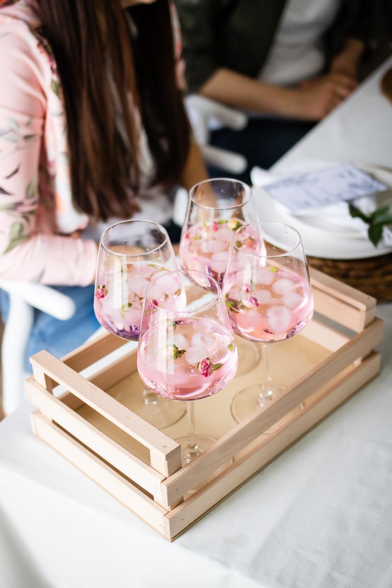 gin tonic rosa - menù mediorientale festa della donna