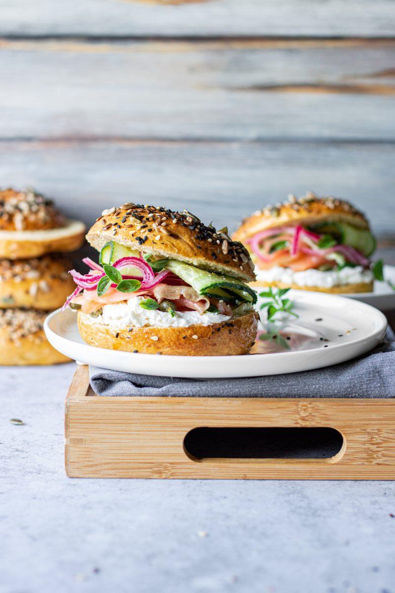 bagel al salmone e cream cheese