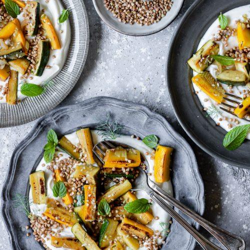 come cucinare le zucchine - zucchine con crema di feta e grano saraceno