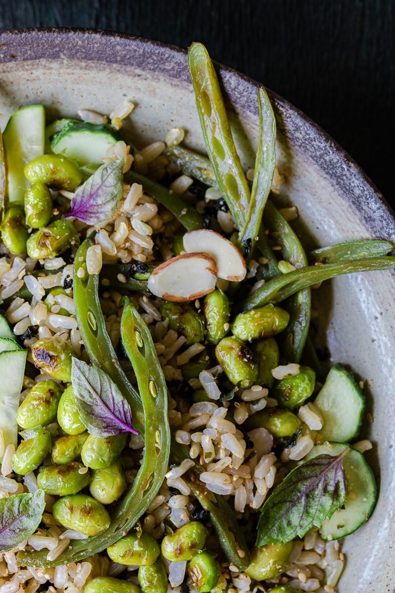insalata di riso integrale con verdure alla giapponese