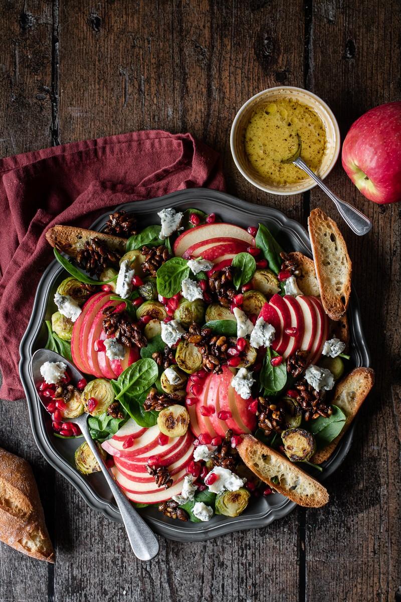 Insalata di melograno, cavoletti e mela