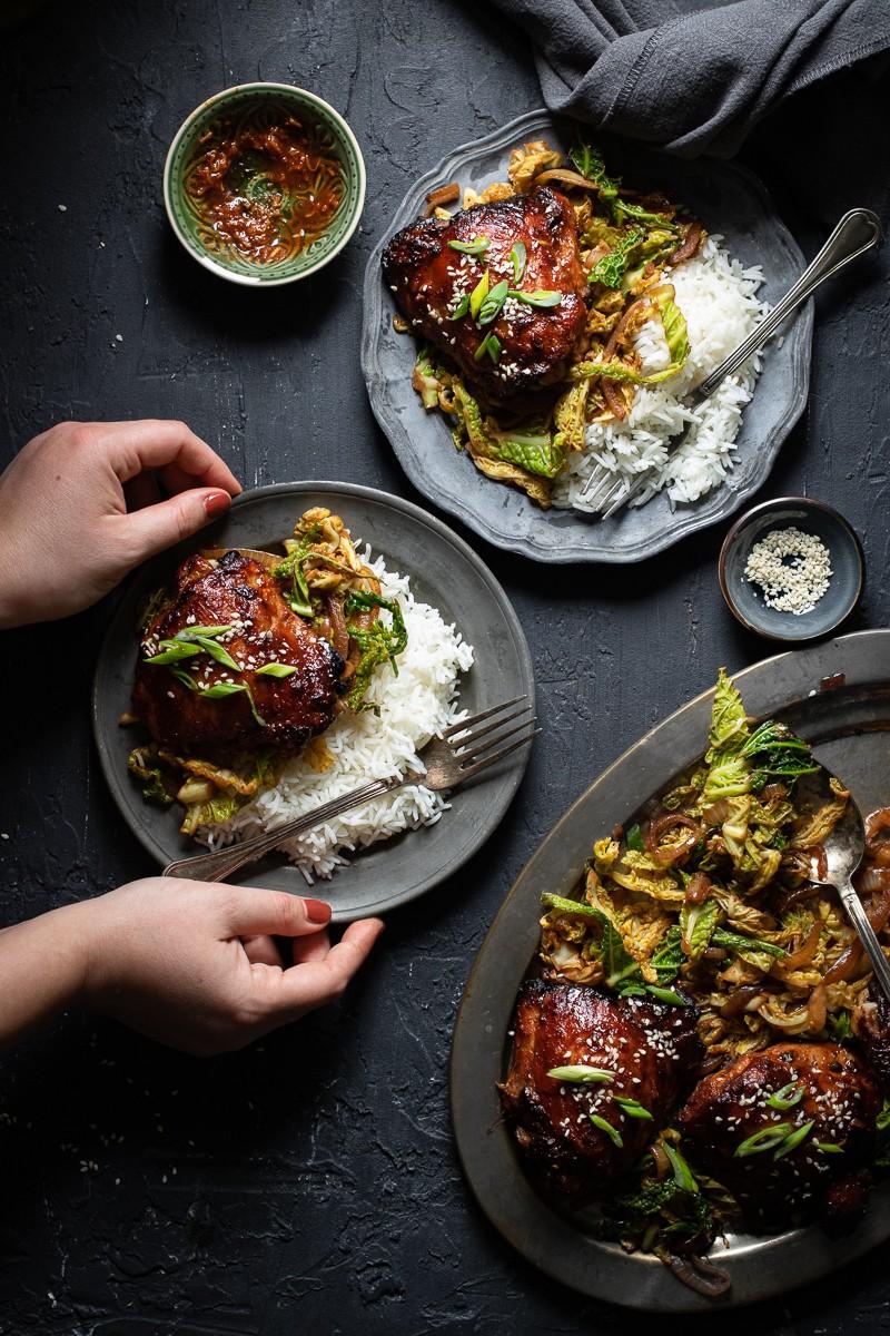 sovracosce di pollo glassate al miso con verza brasata e riso basmati