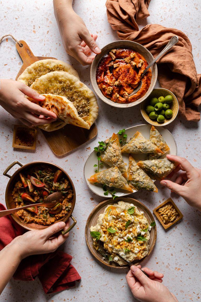cena a base di meze - antipasti mediterranei e mediorientali